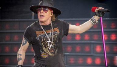Guns N' Roses Frontman Axl Rose Falls On Stage During Vegas Show (w/Video)